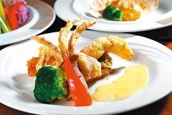 酥炸軟殼蟹680元套餐主菜+10%▲採用品質最好的新鮮軟殼蟹,搭配由馬鈴薯泥、番紅花與鮮奶油調拌的醬汁,味香不油膩。攝影  鄭夙玲