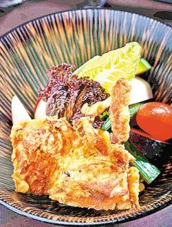 ▲軟殼蟹和風沙拉780元套餐菜色+10%  攝影  鄭夙玲
