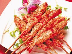 玉串金沙/380元▲一串一尾,沾滿鴨蛋黃鹹香的鮮蝦,方便好吃。攝影  陳麒全
