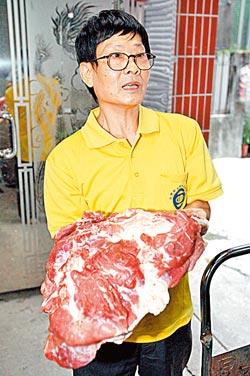 ▲巨佳的香腸每天以新鮮的後腿肉製作,豬肉的處理程序都在宰殺後三個小時內完成,確保新鮮。攝影  黃國書
