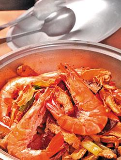 石頭胡椒蝦/450元▲濃濃的桂皮味讓石頭胡椒蝦氣味香而厚重,肉質則是又嫩又甜。攝影 王英豪