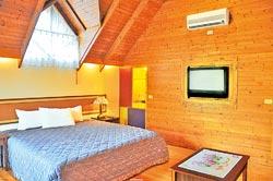 ▲歐都納度假村的住宿環境舒適且洋溢原木的香氣,還可清楚的聽到蟲鳴鳥叫。攝影  黃麗如