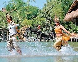 ▲水燈節有如地方嘉年華,泰國各地都有慶祝表演活動,旅人可以輕鬆加入。攝影  黃麗如