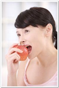 一天只吃一點點,也就是說一下子空腹很久,一下子又把胃塞得滿滿的,這樣不但會影響消化機能,也會增加傷害胃黏膜組織的因子,胃就會經常不舒服。