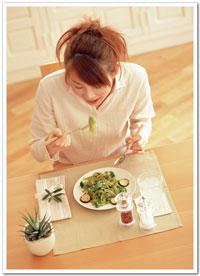 習慣每餐都吃很飽,或是經常去吃到飽的餐廳,而且一定要吃夠本,其實對胃也不好,因為太多的食物使胃不正常脹大,影響胃的蠕動和消化功能
