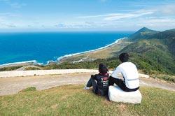 ▲蘭嶼氣象站是賞日出最佳地點,如果天氣好的話,日出後便見海天競藍。攝影  黃世麒