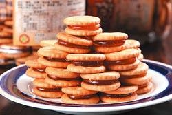 麥芽餅/110元(罐)▲鹹酥小餅乾和軟甜的麥芽糖,在味覺上相當契合。攝影  楊為仁