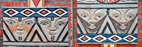 (右)▲泰雅族男性的文面,通常是刺在額頭與下巴。圖騰上的菱形代表祖靈的眼睛。(左)▲泰雅族女性的文面,通常是沿著雙唇往兩頰延伸,面積很大,痛楚大約要持續1整個月。攝影  陳志東