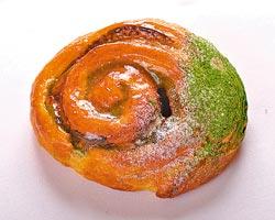 ▲青木定治的所有甜點都使用法國頂級Echire手工奶油,所以麵包特別好吃。攝影  王英豪