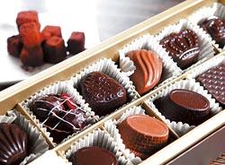 ▲藏心盒裝巧克力12顆400元起,COCO TREE也可為新人手做喜糖巧克力喔。攝影  陳信翰