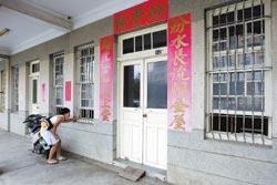 滿州鄉中山路54號就是片中「海角七號」地址,阿嬤看信的背影就是在這裡拍攝,常常有粉絲在門口拍照。