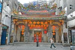 ▲青山宮創建於咸豐6年,是台北市第三級市定古蹟。攝影  陳麒全