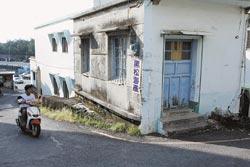 范逸臣騎車送信時都會經過黑松海產店,這家海產店新鮮便宜又好吃。
