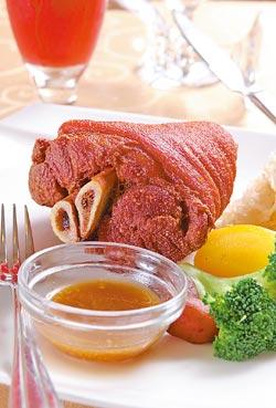 德國豬腳/單點320元、套餐439元▲300度高溫將豬腳肉汁鎖住,加上彈牙的豬皮膠質,口感和嚼勁均屬上乘。攝影  楊為仁