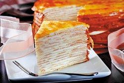 原味千層蛋糕/7吋800元▲以大量林鳳林鮮奶與雞蛋製做的手工蛋皮,搭配北海道鮮奶油夾餡,可嘗到濃香的奶蛋味。攝影  鄭夙玲
