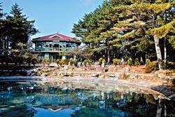 ▲福壽山的天池,是許多宗教人士眼中的氣功靈地,也是當年蔣公作為開會與沉思之行館。攝影  陳志東