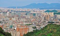 ▲從獅頭山山頂鳥瞰大台北相當過癮,可清楚看到右方大屯山傍著台北的景致。攝影  黃麗如
