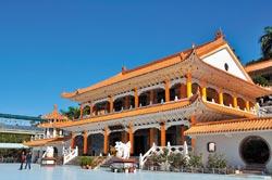 ▲大香山慈音巖是獅頭山風景區的名廟,正殿恭奉觀音,相當莊嚴。攝影  黃麗如