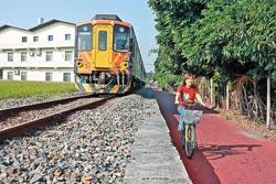 ▲二水自行車道號稱「鐵道追風線」,可與集集線小火車尬車,感覺很威風。攝影  張鎧乙