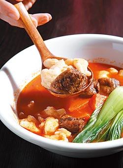 番茄牛肉湯/120元▲清爽的番茄牛肉湯麵疙瘩,是聶佑安家裡餐桌上常見的家常菜,僅稍加改良讓賣相更優。攝影  高政全