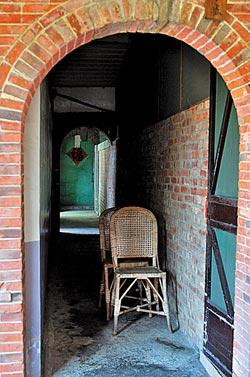 ▲走進吳家穿堂,彷彿走進新舊交替的時光隧道。攝影  王英豪