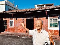 ▲90歲的吳榮盛說,父親吳阿恩不是做官而是做磚,當然也把家建得很有味道。攝影  王英豪