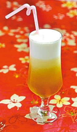 ▲極品冰滴奶霜是歇心茶樓的招牌飲品,可品味到東方美人與牛奶結合的香氣與濃郁口感。攝影  劉宗龍