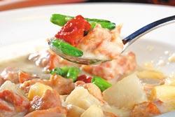 寧波煨燜雞小份280元+10%▲用四川白豆腐乳煨煮雞肉,呈現道地寧波豆乳雞的傳統滋味。攝影  鄭夙玲