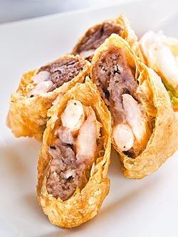 芋頭蝦捲/1隻160元+10%▲從斷面清楚可見紮實的蝦肉和滿滿的芋泥,交織出濃密香甜的滋味。攝影  趙雙傑