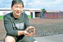 ▲寶達香第三代負責人劉賢杰說,「我用生命跟瓜子搏感情」。攝影  陳志東