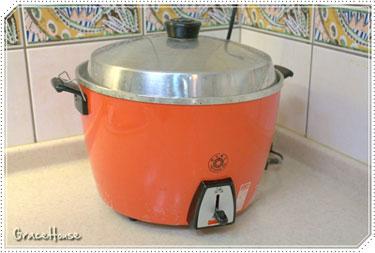 外鍋以2杯水左右的水量開始燉煮