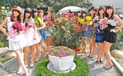 花香人甜美 ▲彰化縣今年春節舉辦「花在彰化」活動,是歷年來空前熱鬧的一次,產、官、學大集合,還有香花、美人一起要拚觀光。攝影  鐘武達