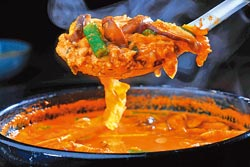 紅蔘黃豆醬鍋/小鍋200元▲帶有類似納豆的獨特氣味,湯頭微鹹帶微辣。攝影  鄭夙玲