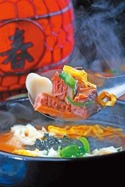 牛汁湯鍋/一人份280元▲除了喝得到濃醇的牛肉湯頭,也吃得到軟嫩的燉牛肉。攝影  鄭夙玲