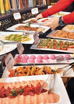 沙拉吧大景▲分量和選項都不多,卻有專人隨時整理並替換新菜,讓小型沙拉吧予人精緻而豐富的感受。攝影  王英豪