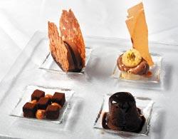 巧克力夢/320元+10%▲右下角起順時針分別是熱巧克力蛋糕、生巧克力、巧克力慕斯蛋糕和巧克力冰淇淋,以法芙娜62%巧克力展現多種層次。攝影  王英豪