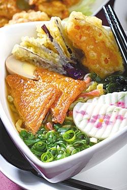 五行蕎麥麵/100元▲用東京醬油拉麵湯頭搭配麵條,清爽又養生,是招牌美味。攝影  鄭夙玲