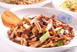 汕頭小炒/50元▲用糖、辣椒、醬油調味,滋味鹹甜,並帶點微辣,很開胃。攝影  楊為仁