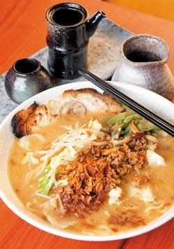 信州蔬菜拉麵/240元▲大量蔬菜襯托信州味噌的芬芳,是日本年輕女孩最愛的味噌拉麵。攝影  趙雙傑
