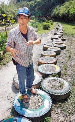 ▲玉龍泉的彩繪花輪步道也是全村合力完成,遊客踩在輪子上前進,讓路上的生物不致被踩死。攝影  趙雙傑