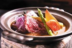 牛肉鍬燒/7片360元▲無骨牛小排的油花分布均勻,稍微加熱即可嘗到柔嫩鮮甜的滋味。攝影  楊為仁