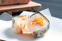 紫蘇干貝海膽揚/200元▲北海道大干貝中間夾海膽,外層覆以紫蘇,油炸後有極鮮的絕佳口感。攝影  楊為仁