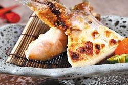 青甘魚下巴岩鹽燒/1200元套餐▲採用日本進口青甘魚下巴烘烤,口感細緻鮮甜。攝影  鄭夙玲
