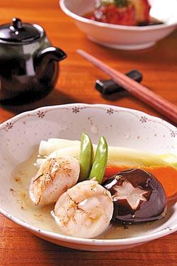 桂花干貝煮/160元+10%▲主廚別出心裁的將桂花醬融入柴魚高湯中,讓微炙過的日本北海道大干貝更為香郁。攝影  楊為仁