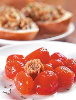 梅子白酒漬番茄120元▲味道很台,卻也很適合開胃下酒。攝影  陳信翰
