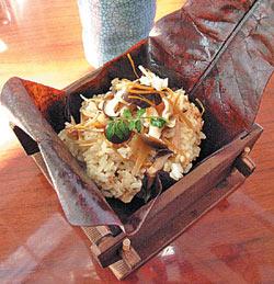 ▲藍師傅用料理疼惜老婆,愛妻炊飯看似簡單,美味決定在細節裡。攝影  王瑞瑤