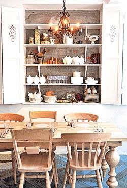 ▲牆面的一方櫃子,擺設餐具和食器,有主人精心的設計。攝影  王英豪