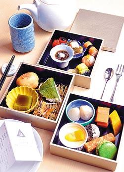 櫻麻糬抹茶豆腐水雲醋中山日式下午茶▲三層式的日式下午茶,有多達15款的甜、鹹點,讓你品味精緻也享受超值。攝影  王英豪