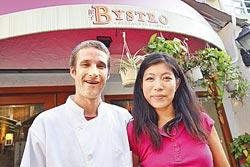 Patrick及Anita▲從事餐飲工作已有8年時間,是合作默契極佳的夫妻檔。攝影  鄭夙玲