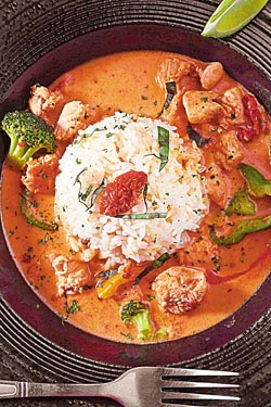 泰式雞肉咖哩飯/180元▲泰式椰香咖哩搭配高湯烹煮台梗9號米飯,是商業午餐的菜色。攝影  鄭夙玲
